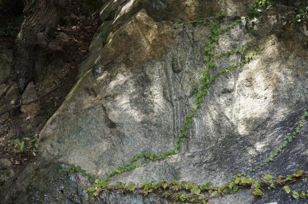 塩飽本島の摩崖仏