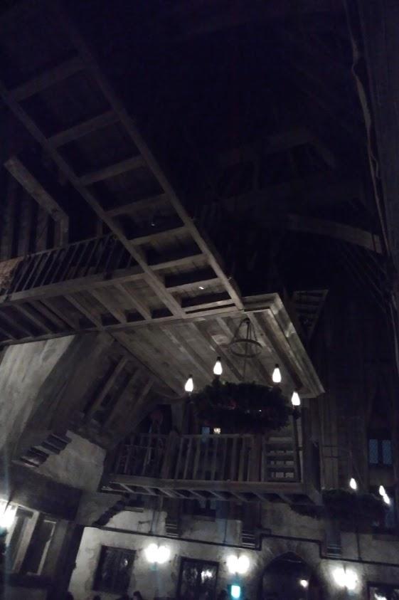 三本の箒 スリーブルームスティックス  の天井