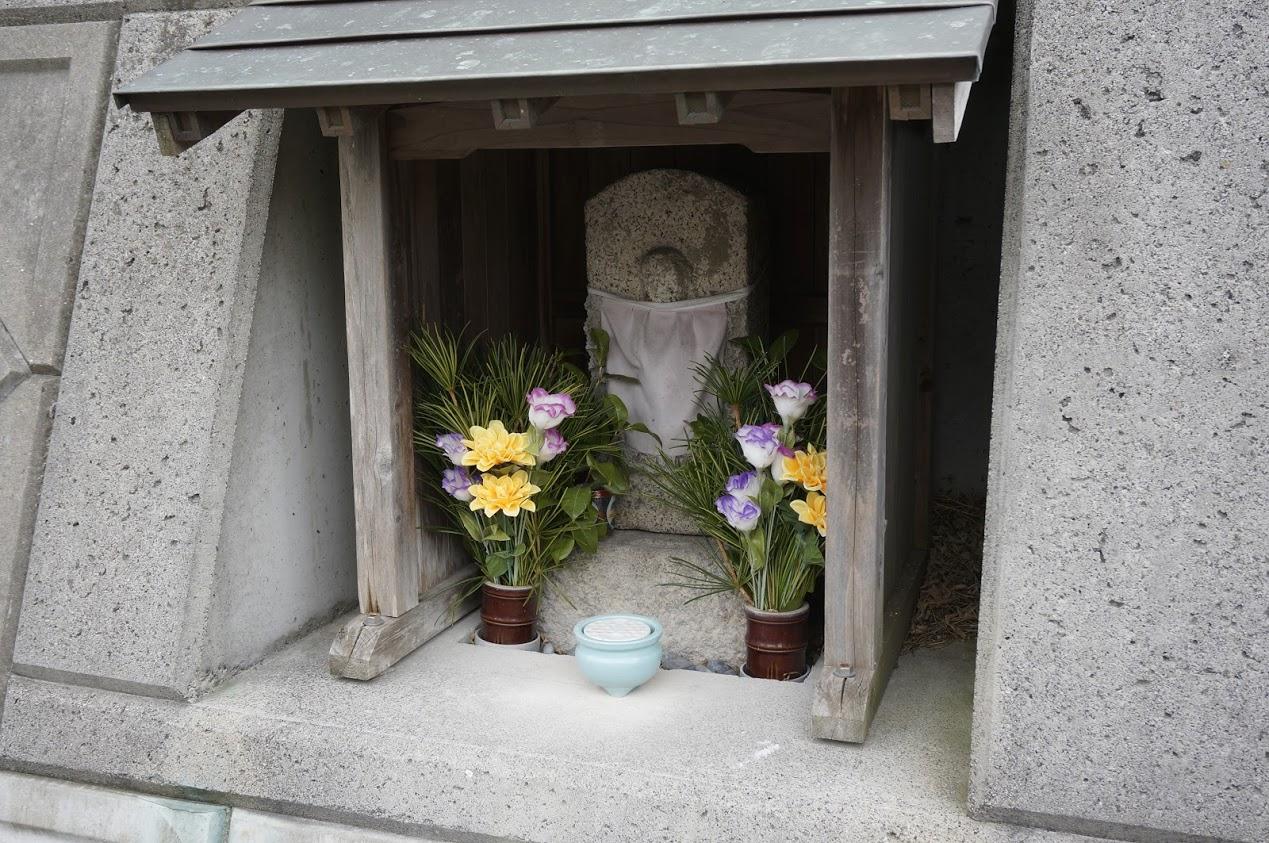 小豆島 香川県道254号線沿いオリーブの森入口の地蔵