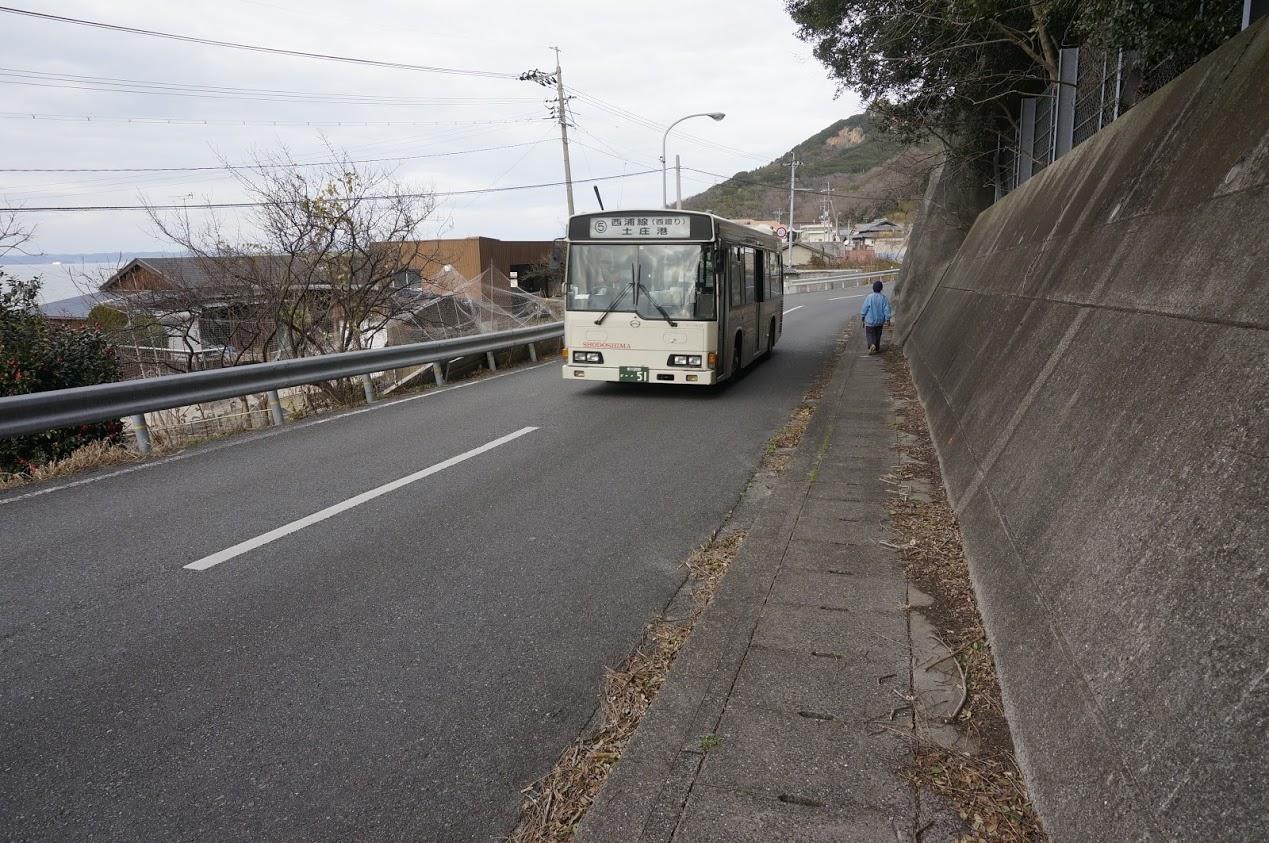 小豆島香川県県道254号を通るオリーブバス
