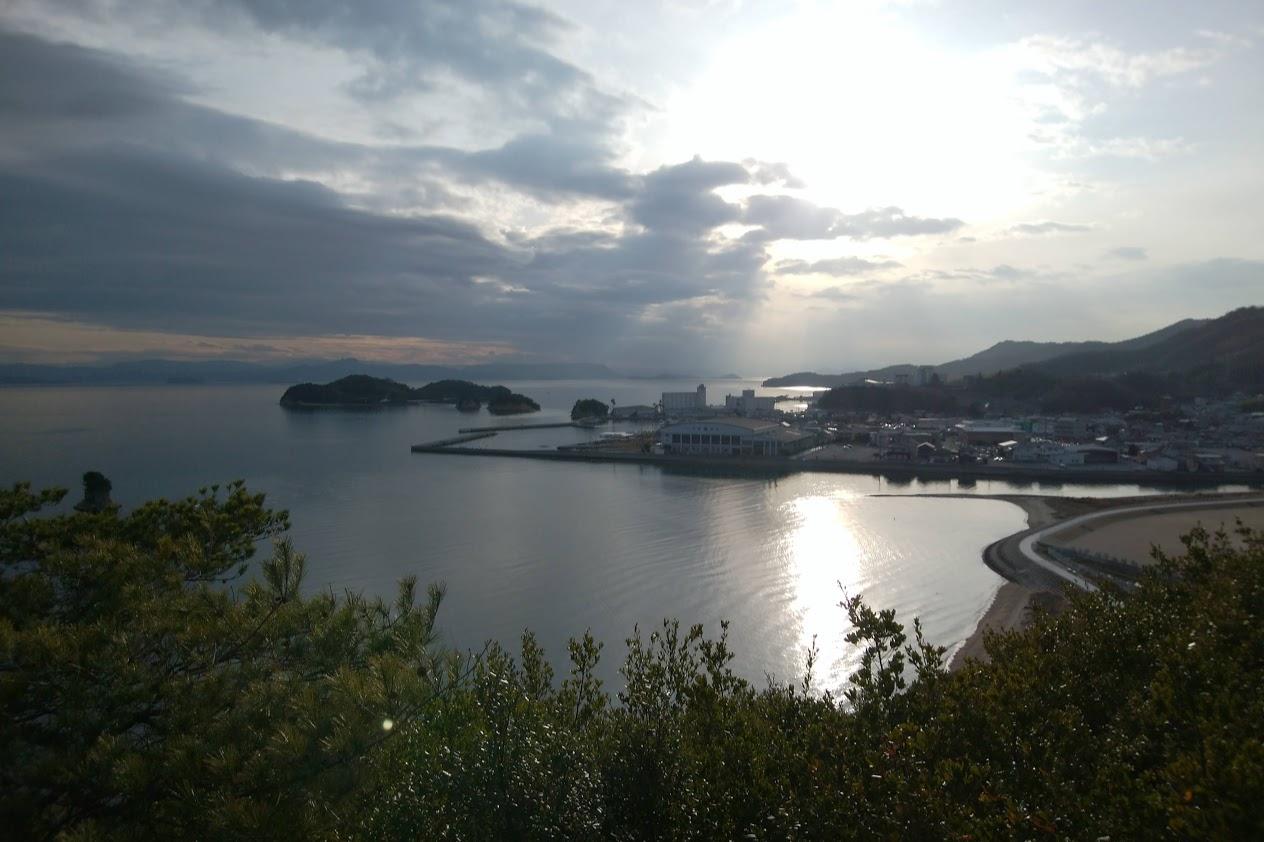 小豆島富丘八幡神社 覧魚崎から見るエンジェルロード