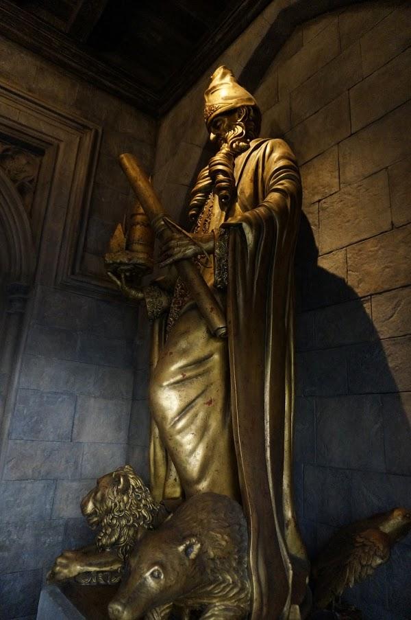 ホグワーツ城キャッスルウォークダンブルドアの銅像