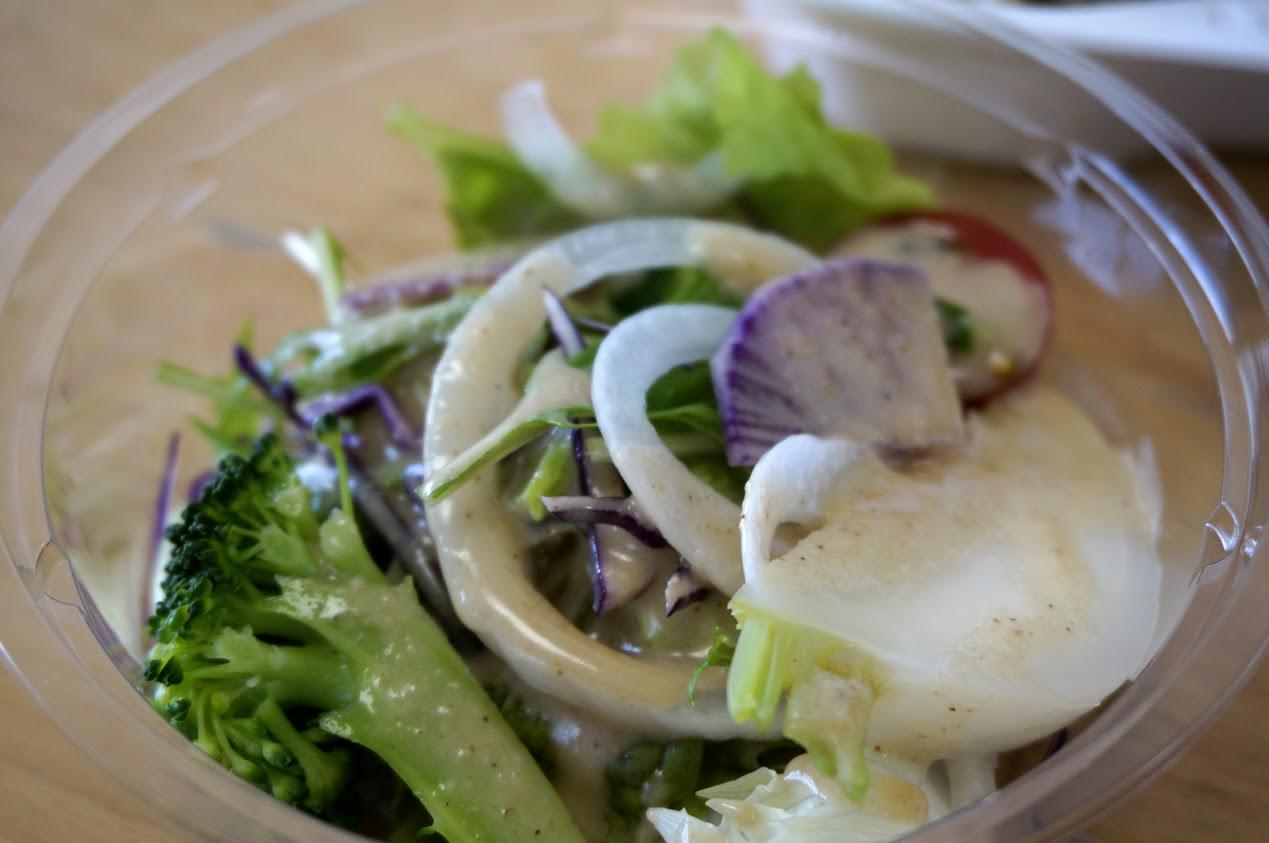 丸亀商店街まちのシューレ シューレのお弁当のサラダ