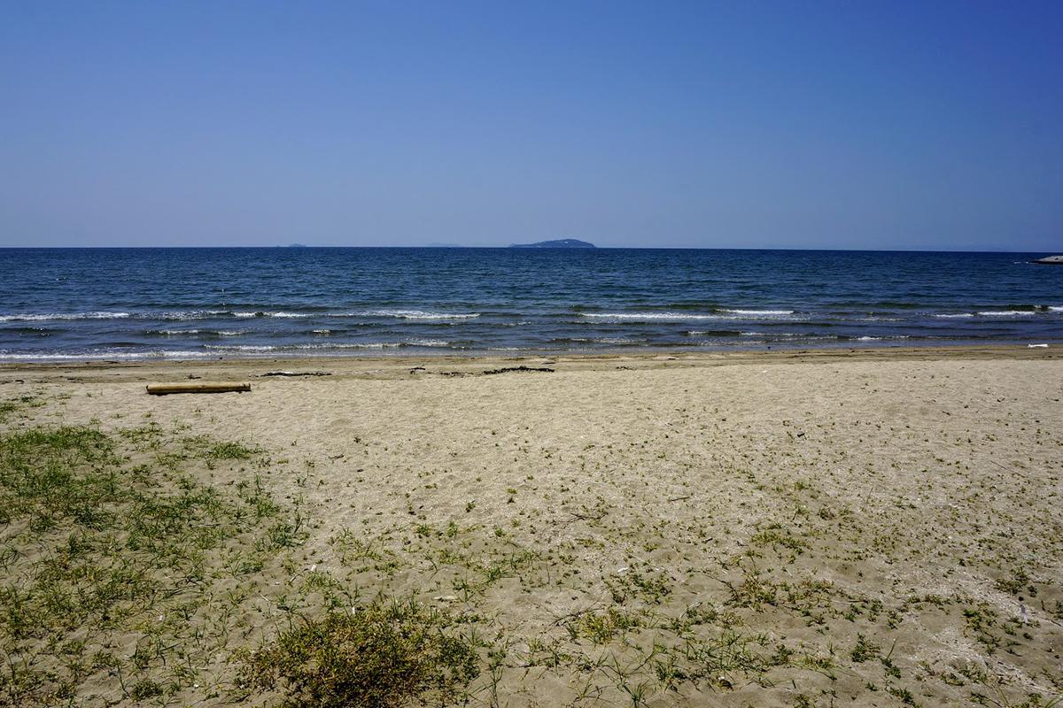 一の宮海岸から見る伊吹島