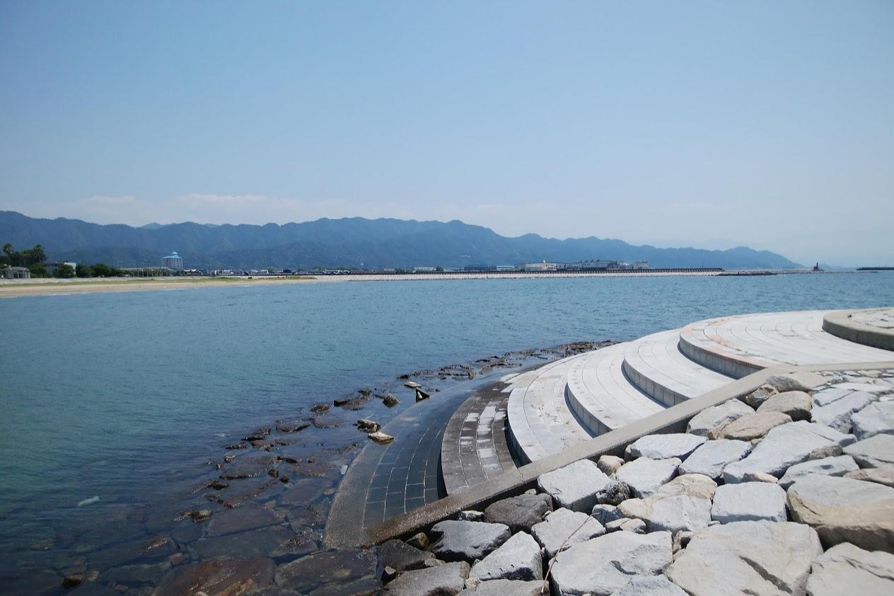 一の宮海岸北側の突堤から愛媛県側