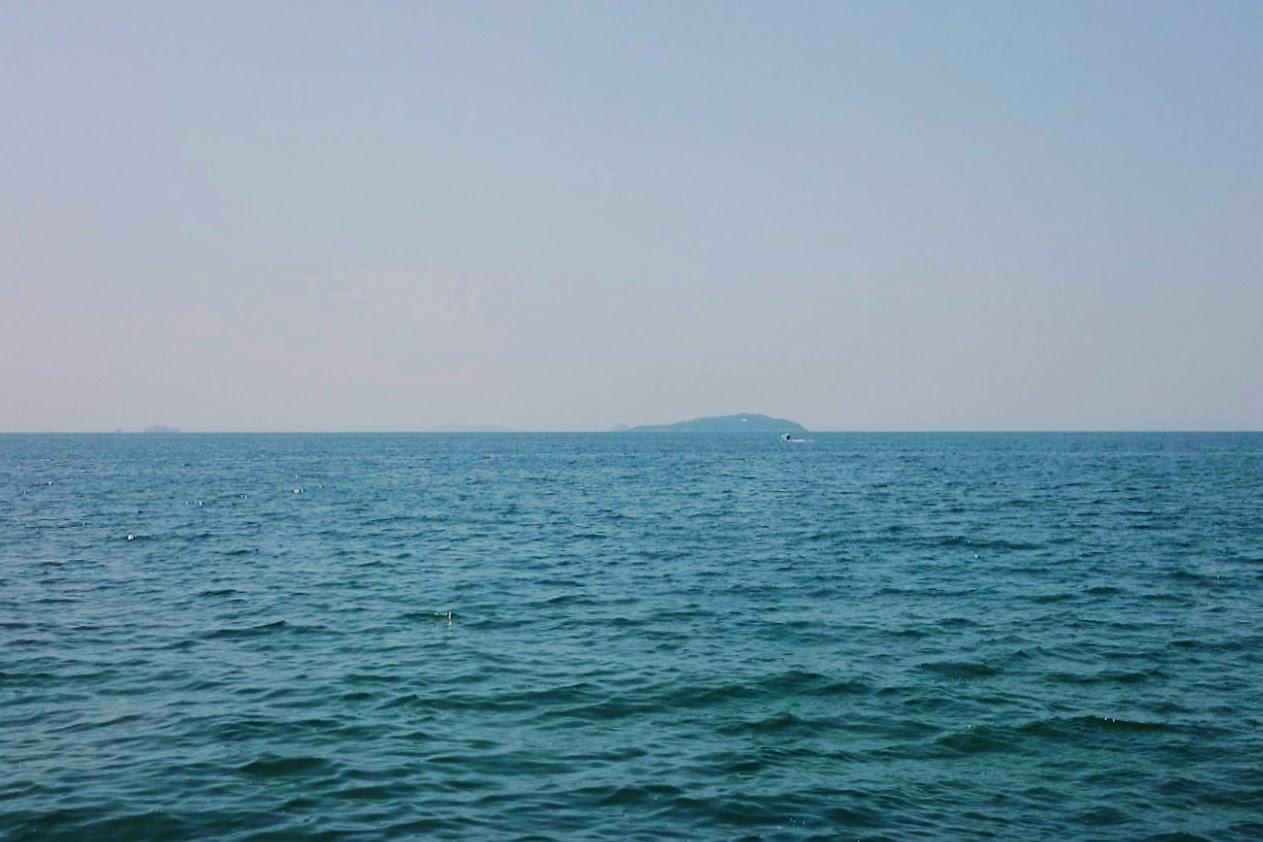 一の宮海岸から見る燧灘と伊吹島