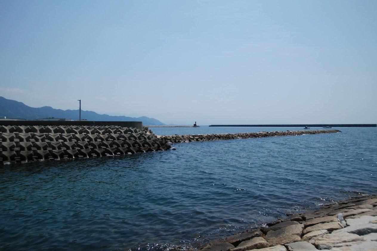 一の宮海岸南側の突堤から愛媛県側