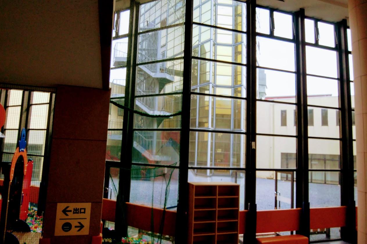 宇多津ゴールドタワープレイパークから見るタワーの下
