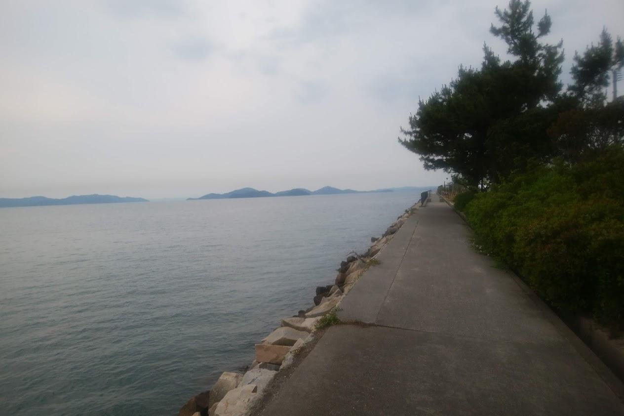 宇多津臨海公園に続く遊歩道