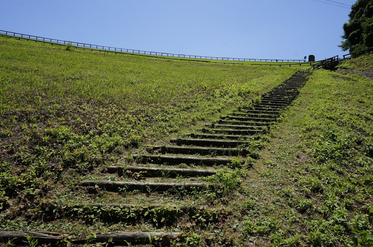 満濃池堤防の階段