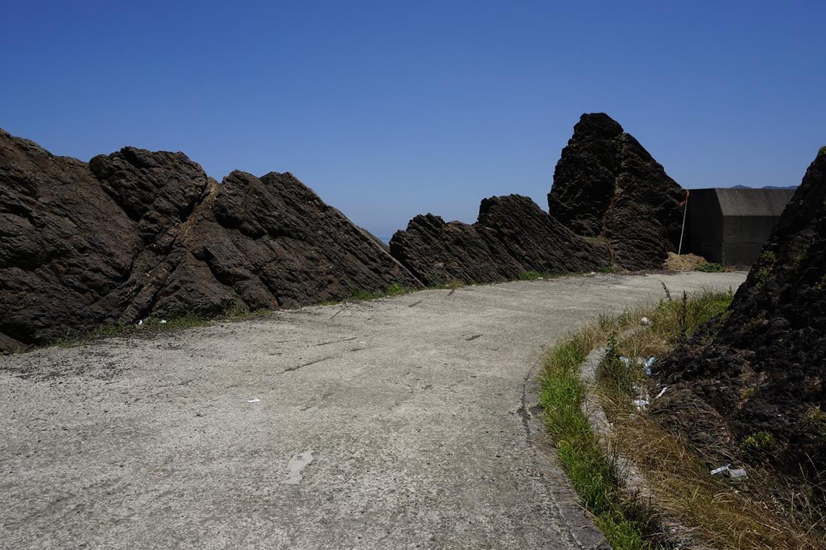 北灘町碁浦漁港 傍海岸線の隆起
