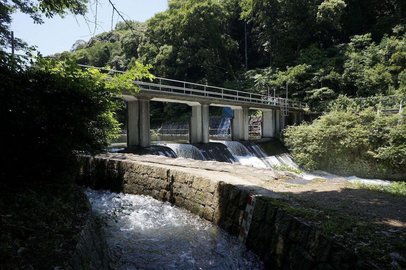 満濃池分水樋門の水路