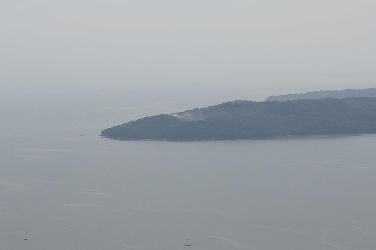 あじ竜王山公園から見た大串半島の狼煙