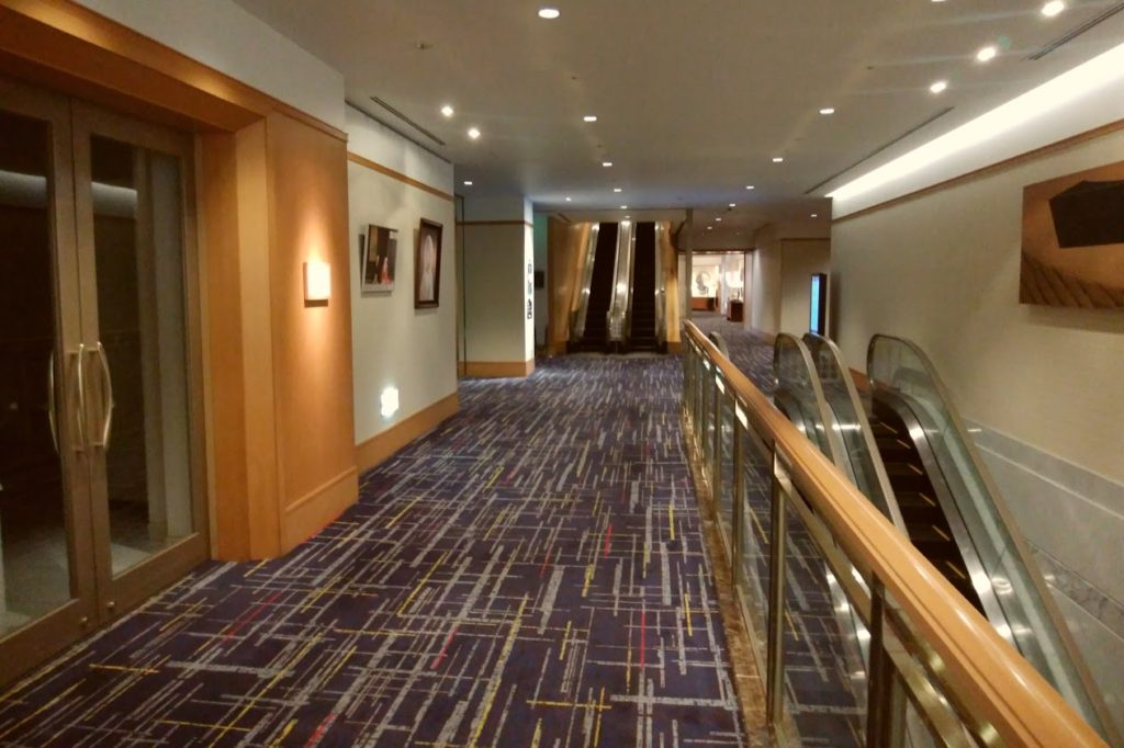 JRクレメント高松2階エスカレータ前
