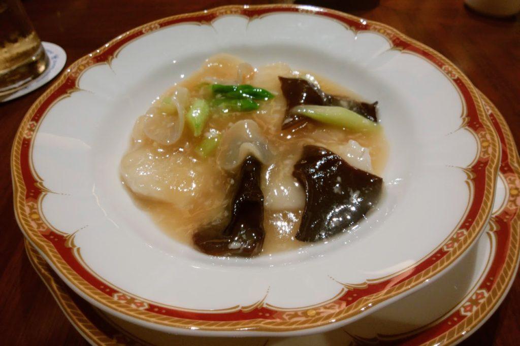 瀬戸内産鱸と香川県産アスパラガスの軽い煮込み 老酒風味