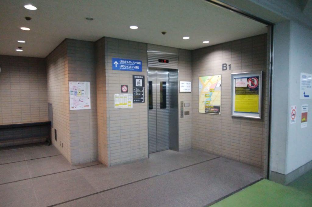 高松駅地下広場駐車場からのエレベータ