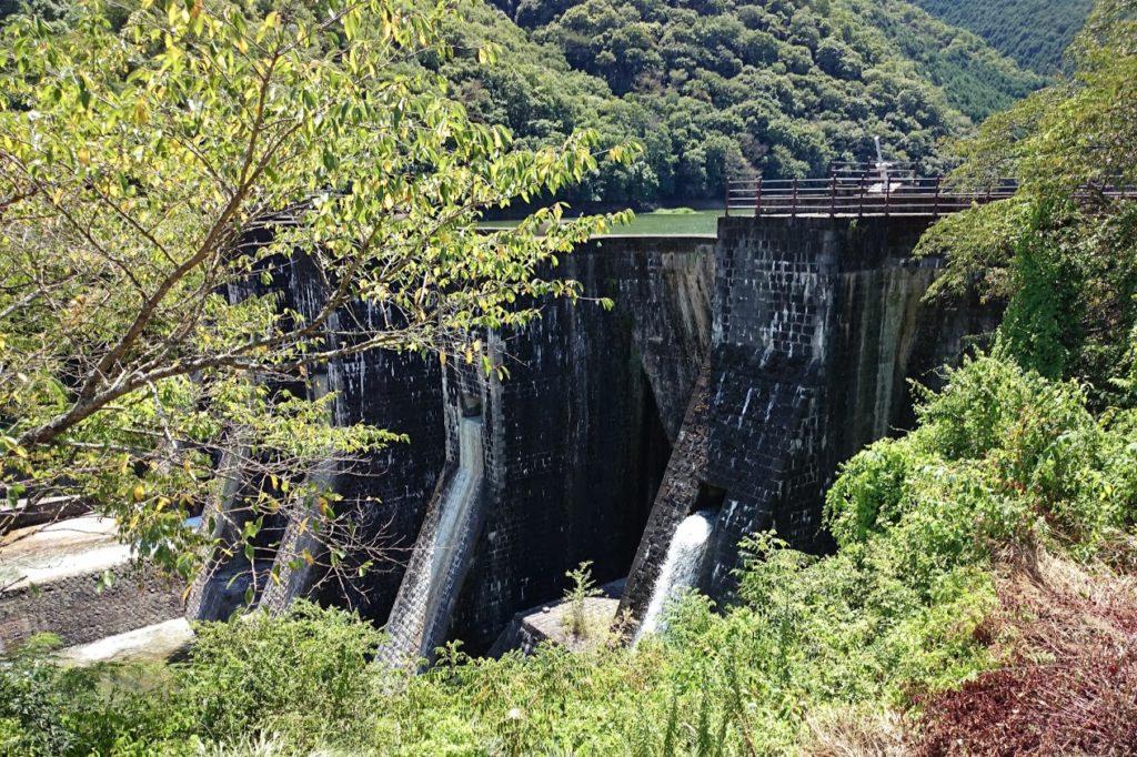 豊稔池 上樋・中樋から放水