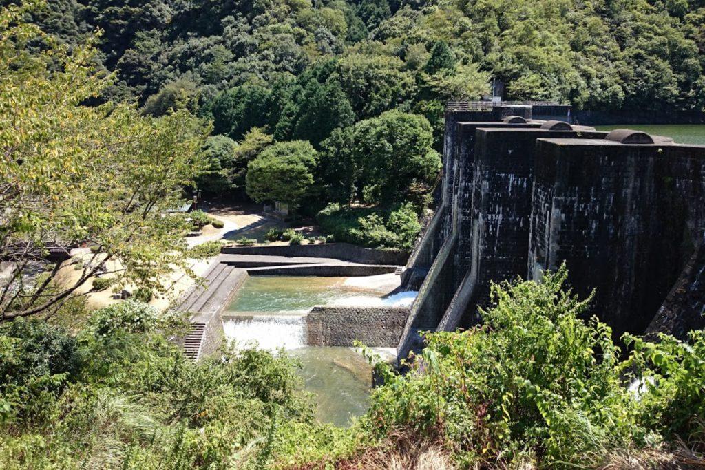 豊稔池 中樋から放水