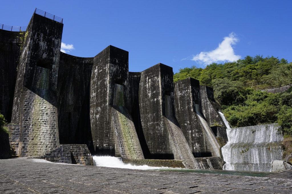 豊稔池ダム 中樋・上樋からの放水