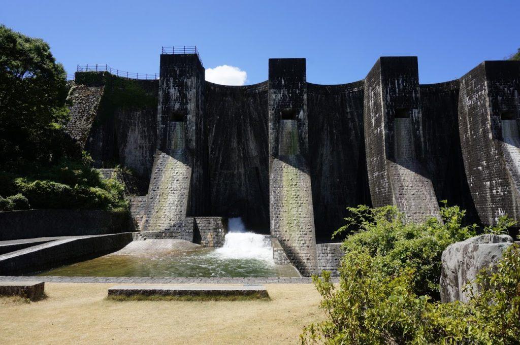 豊稔池ダム 中樋からの放水
