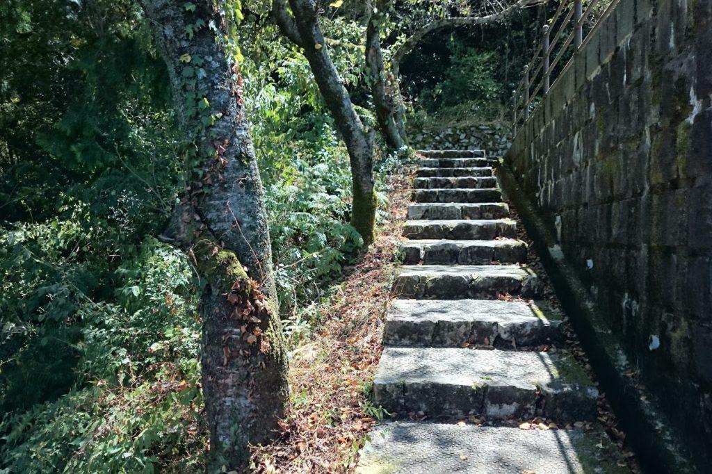 豊稔池ダム 上部への階段