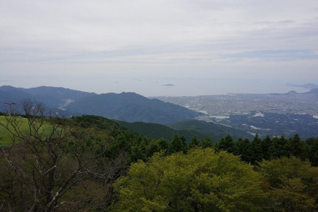 雲辺寺山頂公園 毘沙門天展望館から伊吹島