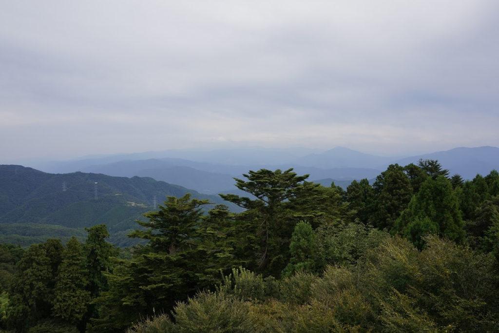 雲辺寺山頂公園 毘沙門天展望館から剣山