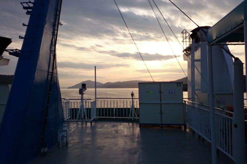 草壁港を出航