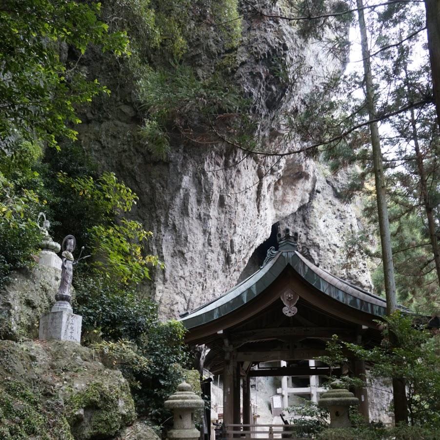 岩窟の洞雲山