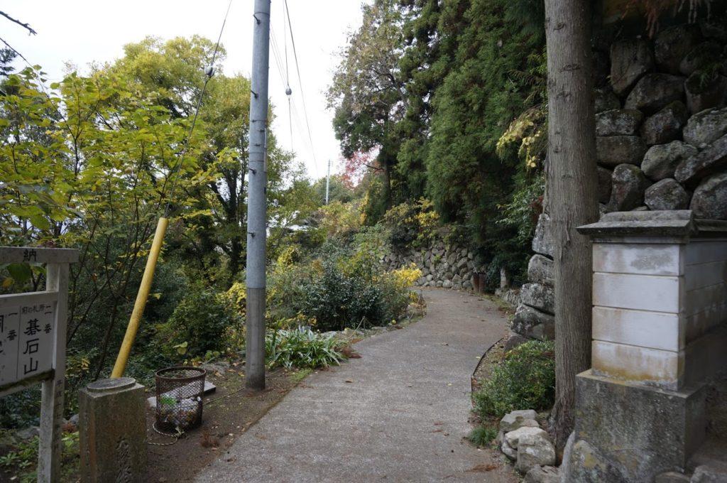 洞雲山から碁石山へ続く道