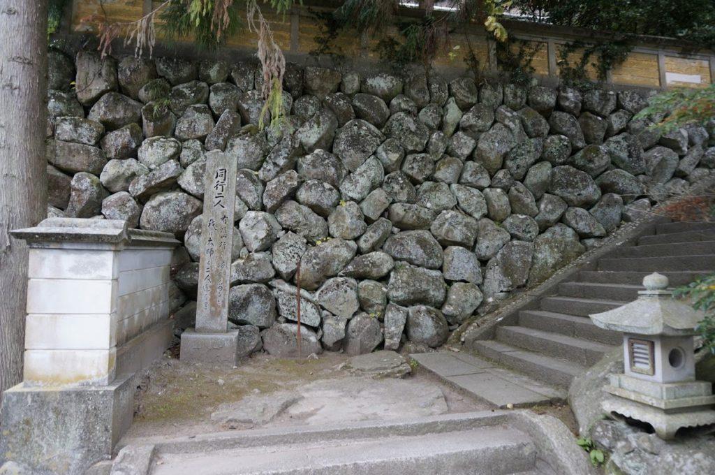 洞雲山同行二人の碑