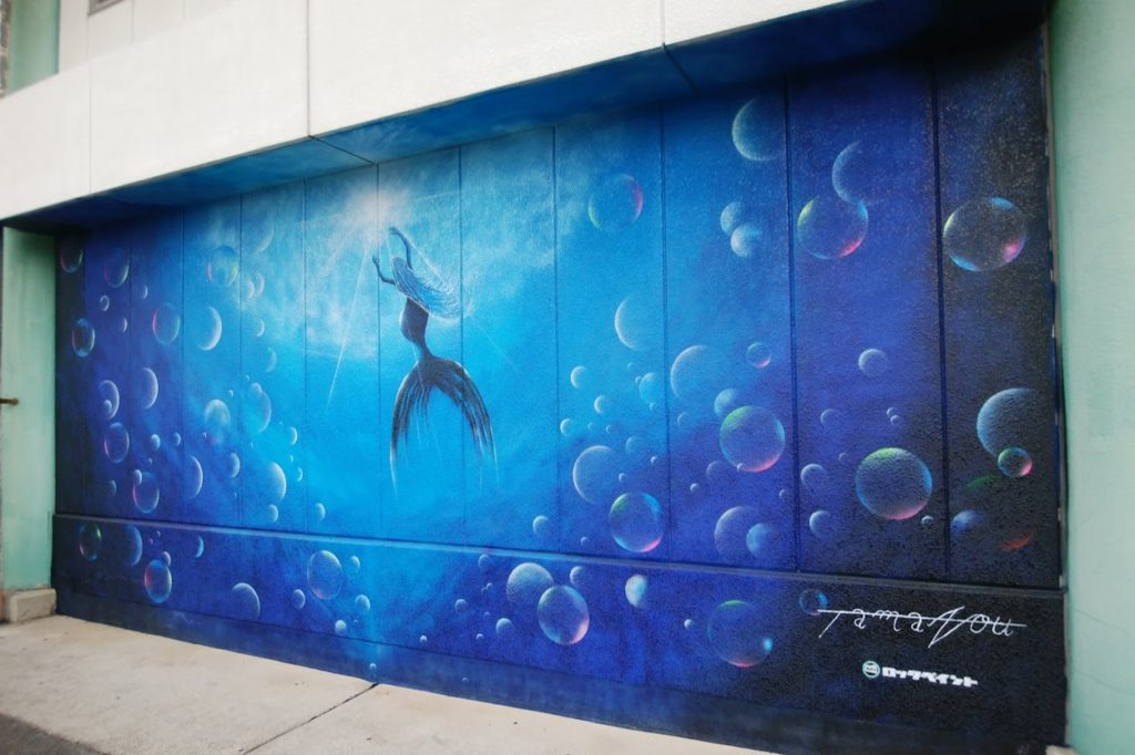 高松市中央卸売市場関連商品売場棟の壁アートスプレーアーティストTAMAZOU