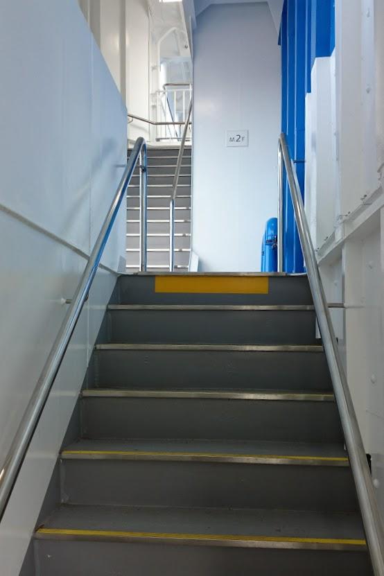 内海フェリー ブルーライン 階段