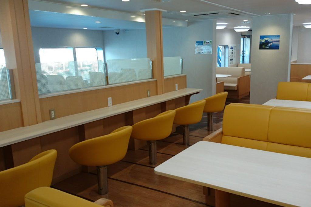 内海フェリー ブルーライン 客室対面シート