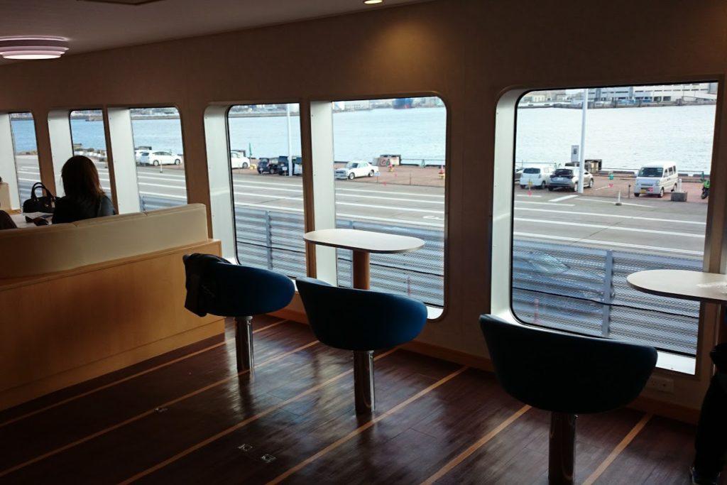 内海フェリー ブルーライン 客室カウンターテーブル