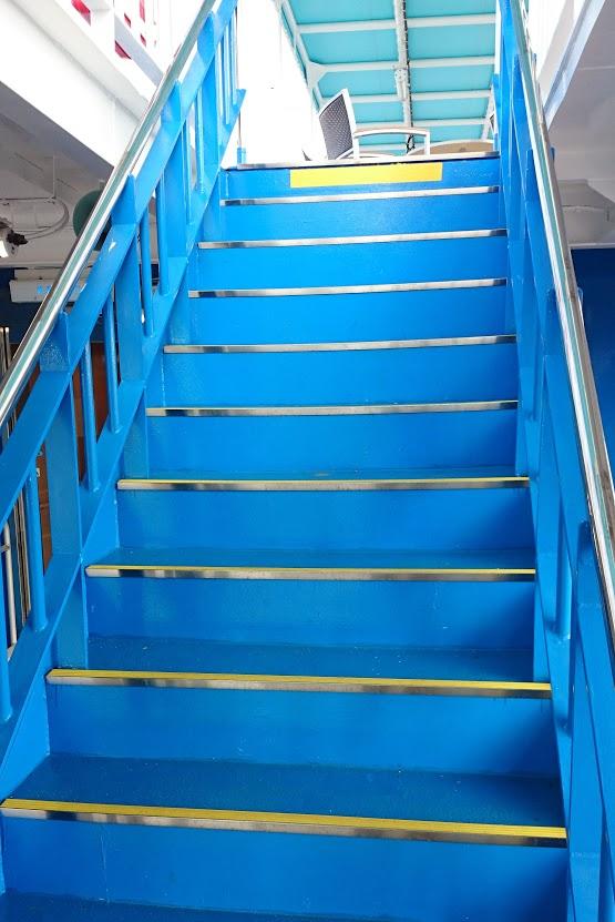 内海フェリー ブルーライン 2階から3階へ