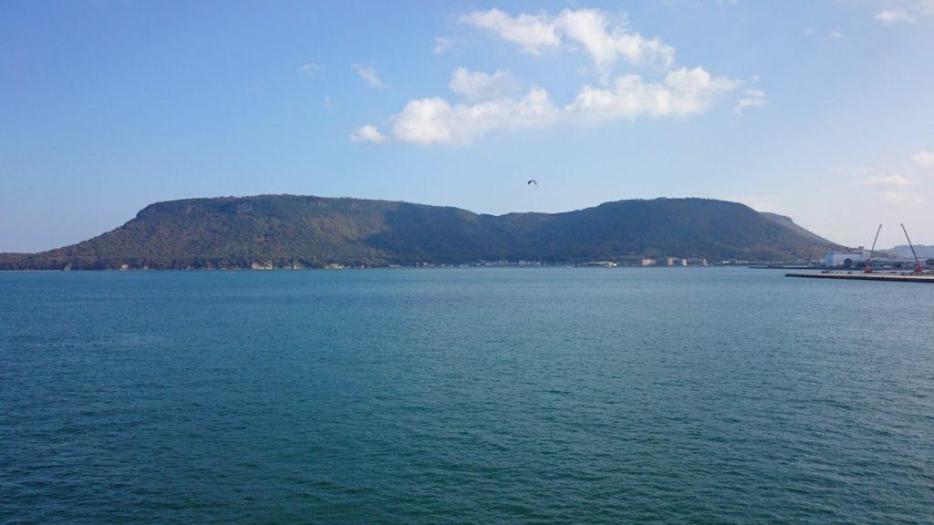 高松港から屋島