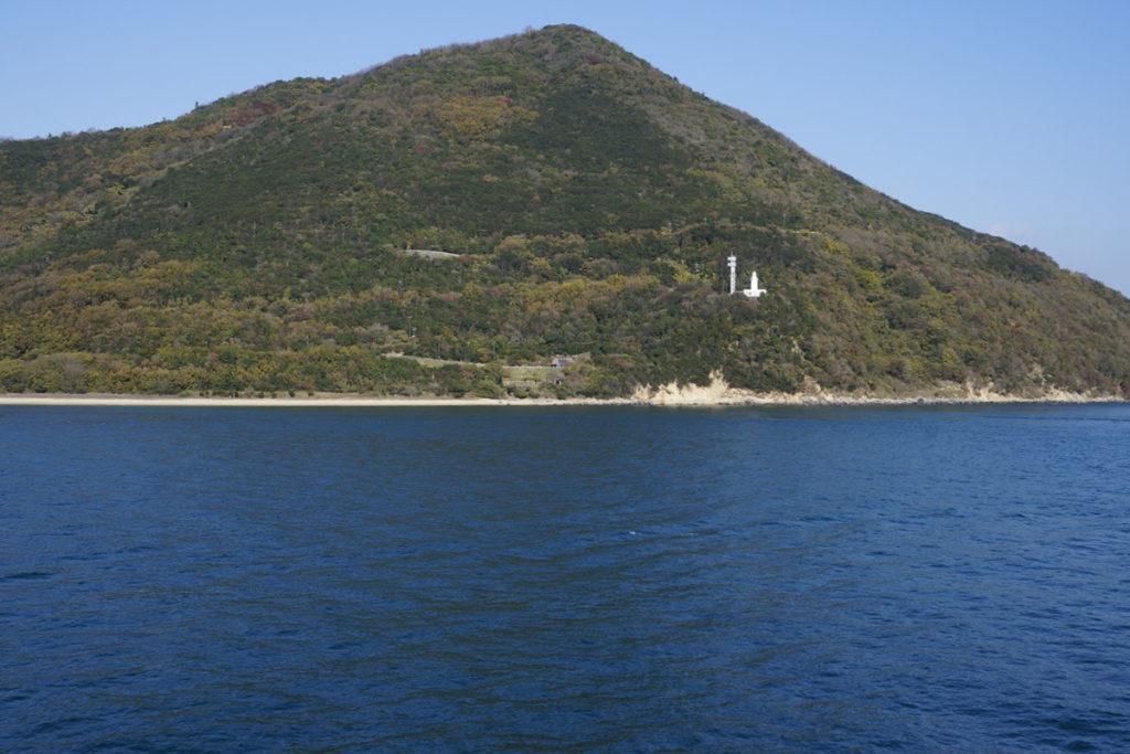 フェリーから見る小豆島釈迦ヶ鼻園地と地蔵崎灯台