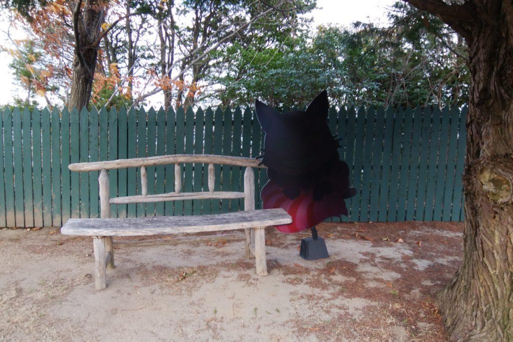 チェシャ猫とティーパーティのフォトスポット アリスのマジカルナイトウォーク レオマワールドオリエンタルトリップアリスイングリッシュローズガーデン