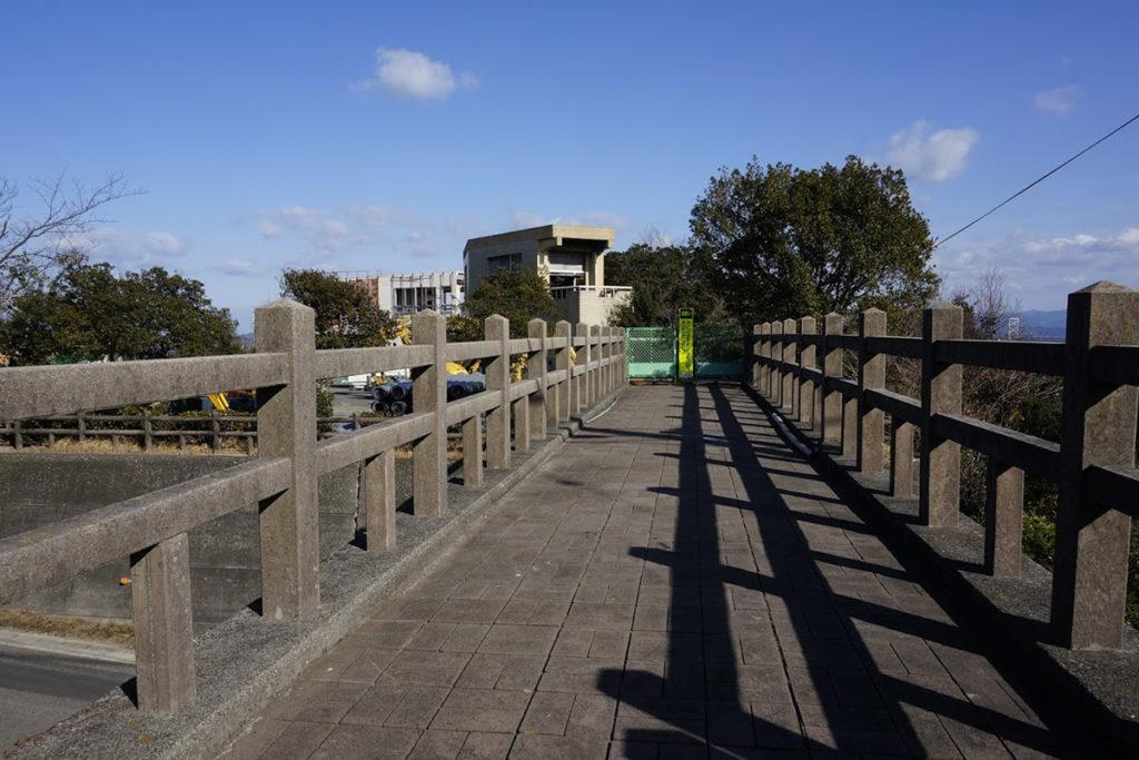 撫佐道路公園の遊歩道橋