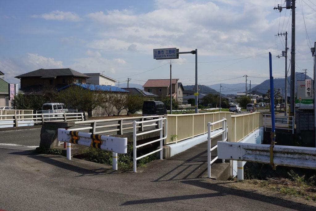 三野町吉津汐木山への入口 香川県道23号詫間琴平線