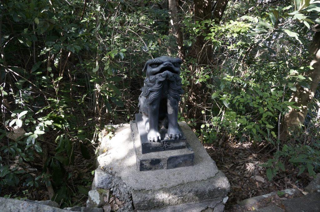 讃岐十景汐木山荒魂神社二の鳥居の狛犬