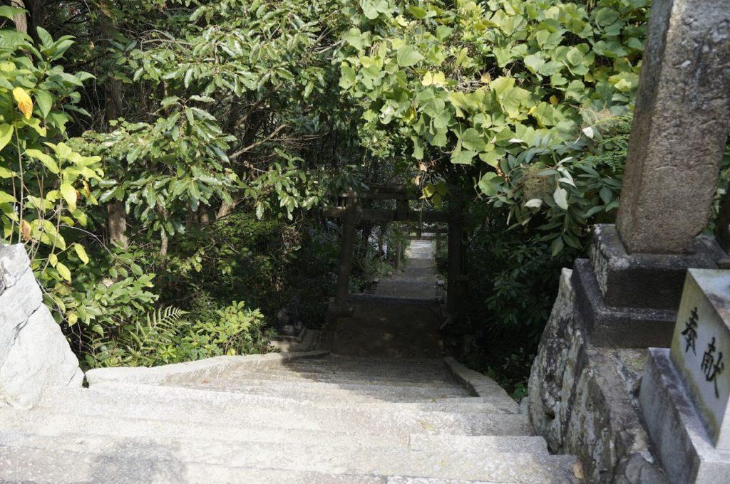 讃岐十景汐木山荒魂神社への石段