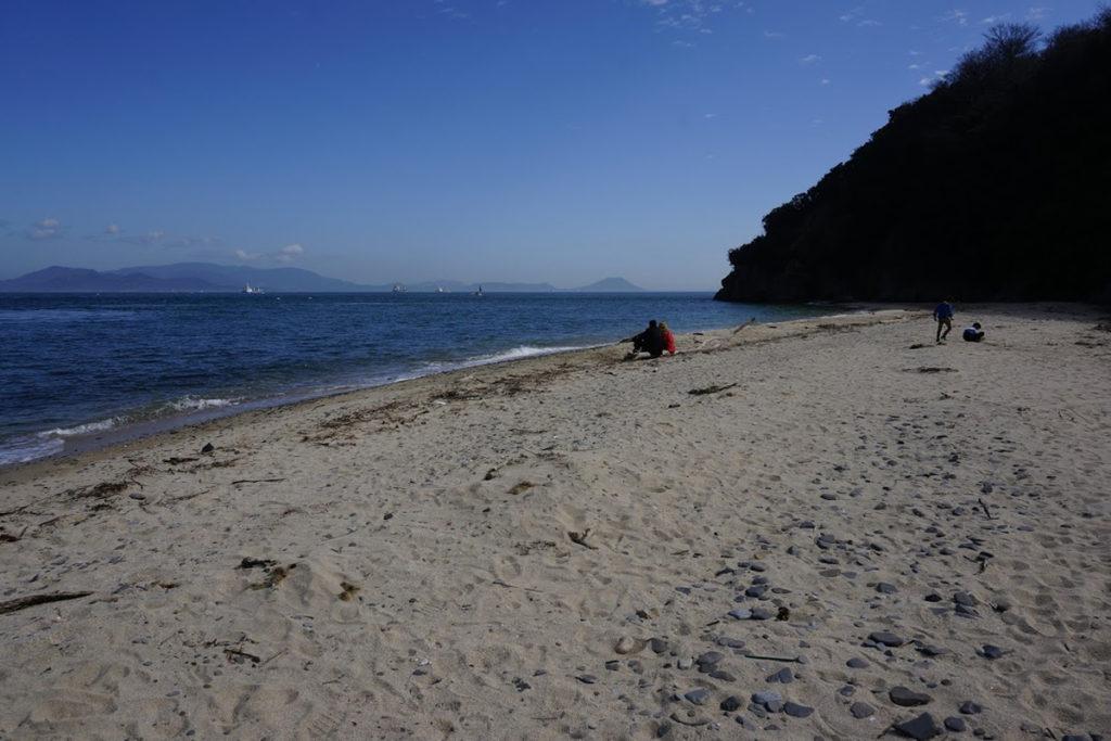 男木島灯台脇の砂浜