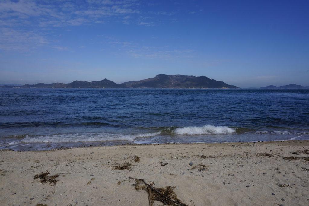 男木島灯台から見る豊島