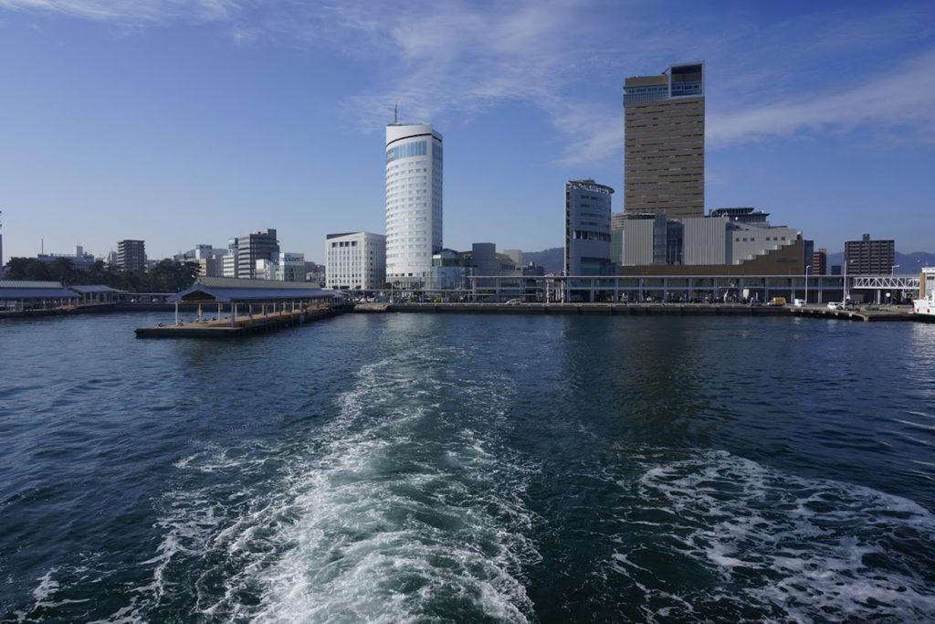 高松港を出港