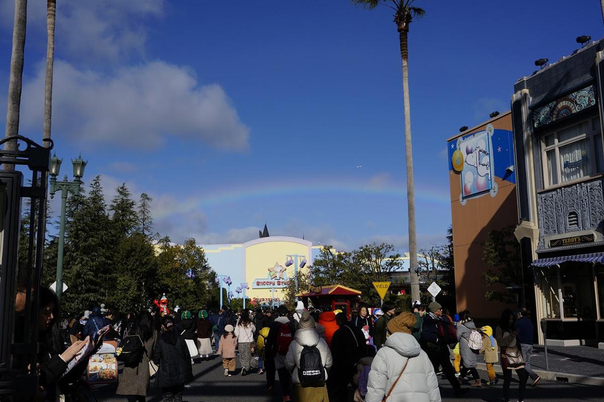 ユニバーサル・ワンダーランドにかかった虹