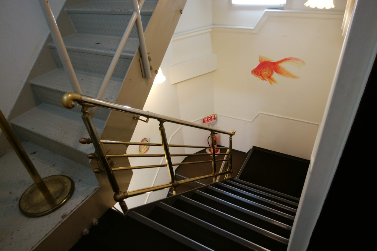 宇多津ゴールドタワーソラキン天空5Fから4Fへの階段