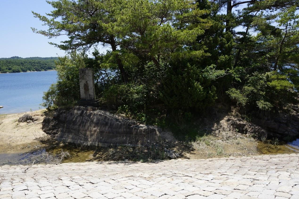 満濃池 護摩壇岩