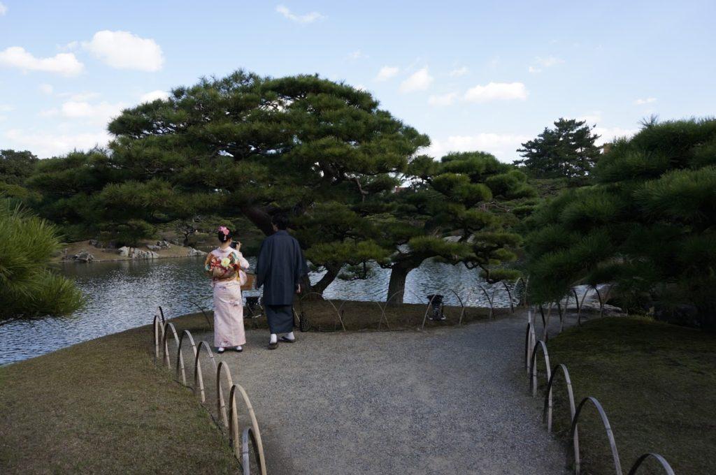 秋の栗林公園 夫婦松